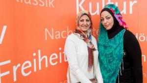 Amal Ibrahim al-Nusairi and Samarkand al-Jabiri at the Leipzig Book Fair 2015 (photo: Deutschlandradio/Christian Kruppa)
