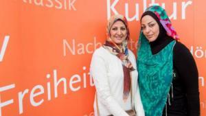 Amal Ibrahim al-Nusairi and Samarkand al-Jabiri at the Leipzig Book Fair 2015 (photo: Deutschlandradio/Christian Kruppa)
