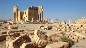 The ruins of Palmyra lie right in the middle of the Syrian desert. The once prosperous metropolis was surrounded by palms – hence its name – and for centuries was a popular caravan stop for those travelling to the Silk Road. It was a centre of wealth and trade. Gradually, however, the city went into decline and was recaptured by the desert sands. The ruins were later excavated, and given world heritage status in 1980.