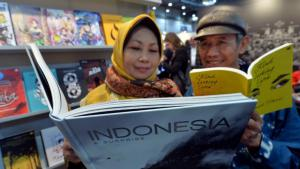 Indonesians at the Book Fair in Leipzig, 12 March 2015 (photo: picture-alliance/dpa/H. Schmidt)