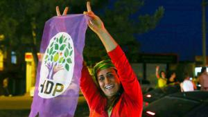 A supporter of the pro-Kurdish HDP in Diyarbakir celebrates after the announcement of the election result (photo: Getty Images/B. Kara)