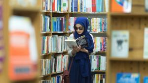 A young Muslim woman reading a book, San Francisco (photo: Abdel-Rahman Bassa)
