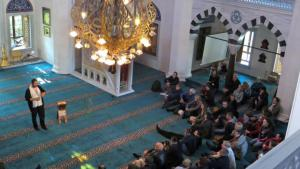 Open day at the Sehitlik Mosque in Berlin (photo: Peter Zimmermann/picture-alliance)