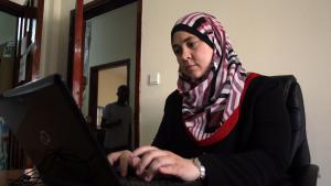 Menaship founder Nawal Abu Sultan working at the Sky Geeks co-working space in Gaza City (photo: Ylenia Gostoli)