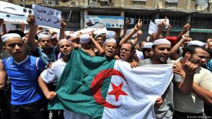 Berbers demonstrating in Ghardaia (photo: picture-alliance/dpa)