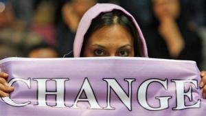 Woman demonstrating for change in Iran (photo: AP/Vahid Salemi)