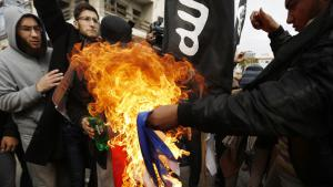 Salafists burn the French flag in front of the French Cultural Centre in Gaza (photo: AFP/Getty Images/M. Abed)