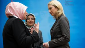 From right: Manuela Schwesig (German Minister for Families), Nurhan Soykan (Secretary-General of the Central Council of Muslims in Germany) and Erika Theißen (Managing Director of the meeting and training centre for Muslim women in Cologne) at the Islam Conference 2014 (photo: picture-alliance/dpa/B. Von Jutrczenka)