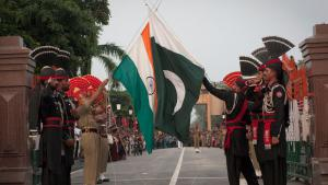 Pakistani and Indian soldiers lower the flags of their countries during a daily ceremony at the Wagha border between the two countries (photo: BEHROUZ MEHRI/AFP/Getty Images)