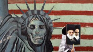 Anti-American graffiti outside the former US embassy in Tehran (photo: picture-alliance/dpa)