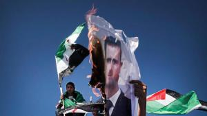 Palestinians burn an image of President Assad (photo: picture-alliance/dpa)