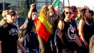 "Supporters of ""Baergida"", a Pegida offshoot, demonstrate on 15.06.2015. Their slogan 'Berlin patriots against the Islamisation of The Western World' in Berlin (photo: picture alliance/Geisler-Fotopress/M. Golejewski)"