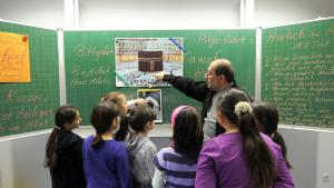 Teaching about Islam at a German primary school (photo: dpa/picture-alliance)