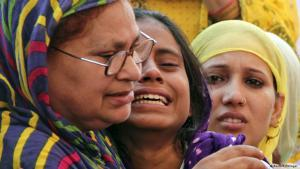 Relatives grieve for Mohammed Akhlaq, killed by a lynch mob (photo: Reuters/Stringer)