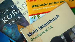 Textbooks on Islam used in schools in North Rhine-Westphalia (photo: picture alliance/dpa)