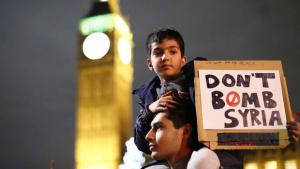 Peace activists in London demonstrate against Russian airstrikes in Syria (photo: picture-alliance)