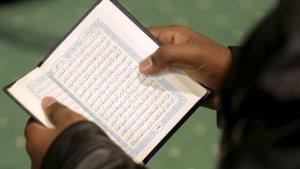 Muslim reads the Koran (photo: Reuters/J. Roberts)