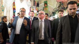 German Foreign Minister Frank-Walter Steinmeier visiting a bazaar in Tehran (photo: Bernd von Jutrczenka/dpa)