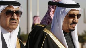 Saudi King Salman (right) with his nephew, Interior Minister Mohammed Naïf (photo: Reuters)