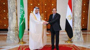 The Egyptian President Abdul Fattah al-Sisi (r.) and the Saudi King Salman on 7 April 2016 in Cairo (photo: picture-alliance/dpa/Egyptian Presidency