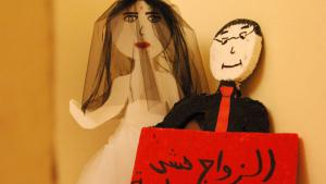 ″Marriage is not a game″ is what this sign in the ″Al Dar″ refuge in Lebanon means. The dolls are a constant reminder of the dangers of child marriage (photo: Iris Mostegel)
