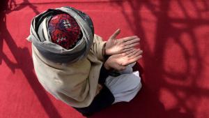 Sufi Muslim praying in the Bahaduria Sufi Mosque in Kabul (photo: SHAH MARAI/AFP/Getty Images)