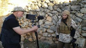 Filming ″Dugma – The Button″: Paul Refsdal (left), Abu Basir al-Britani (photo: WDR)
