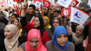 Ennahda party supporters attend Tunisian National Day celebrations on 20.03.2014 (photo: picture-alliance/dpa)