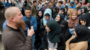 The radical Salafist preacher Pierre Vogel (left) addressing at a rally in Offenbach am Main (photo: Boris Roessler/dpa)