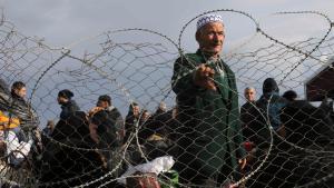 Palestinians wait at the Rafah border crossing (photo: Reuters/I.A. Mustafa)