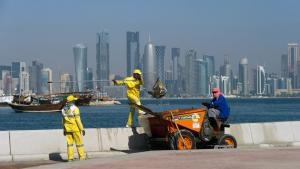 Asian workers on a building site in Doha, Qatar (photo: picture alliance/dpa)