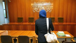A law student facing restrictions regarding the wearing of her hijab during a clerkship appeals to the Augsburg Administrative Court (photo: Karl-Josef Hildenbrand/dpa)