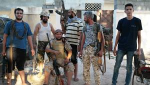 Armed fighters from the anti-IS coalition in a residential area of Sirte (photo: Valerie Stocker)