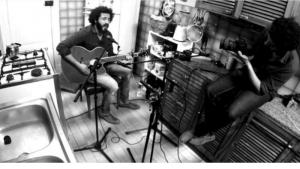 Shady Ahmed sings in a Cairo kitchen (photo: Goethe-Institut)