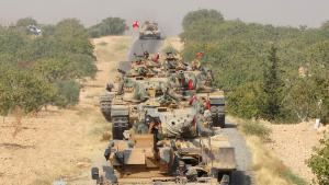 Turkish tanks rolling towards Jarablus in northern Syria (photo: Reuters)