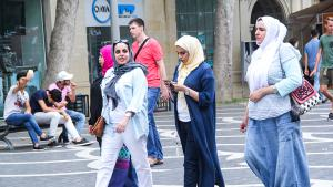 Arab tourists in Baku, Azerbaijan (photo: azvision.az)
