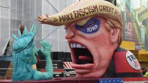 Parade float satirising the Trump presidential campaign