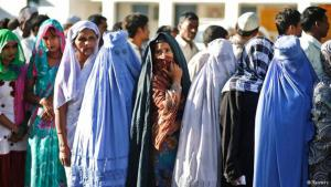 Muslim women waiting to vote in India, 10.04.2014