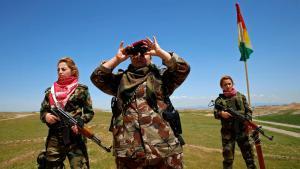 Anti-IS militia – Kurdish Iraqi women on the front near Mosul (photo: Reuters/A. Jadallah)