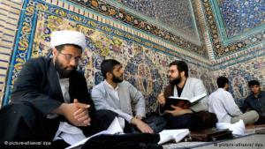 Shia clerics in Qom (photo: dpa/picture-alliance)