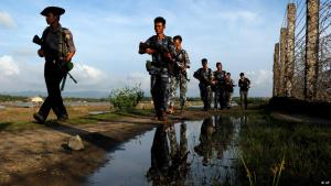 Myanmar military patrolling the border with Bangladesh (photo: AP/Thein Zaw)