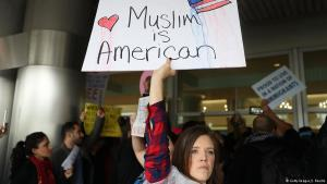 Demonstrating against Trump′s immigration ban on Muslims at Miami International Airport (photo: Getty Images)