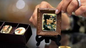Chocolate squares bearing the likeness of Abdul Fattah al-Sisi in a confectionery shop in Cairo (photo: Getty Images)