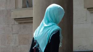 Muslim woman with hijab in France (photo: dpa)