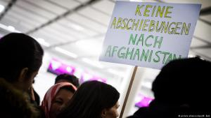 Members of the Bavarian Refugee Council demonstrate against deportations to Afghanistan at Munich Airport (photo: dpa/picture-alliance)