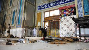 Lal Shahbaz Qalandar shrine in Sehwan, Pakistan, following the IS suicide bombing on 16.02.2017 (photo: AFP/Getty Images)