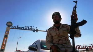 Soldier belonging to General Hafter′s Libyan National Army in front of the oil terminal in Zueitina (photo: Reuters)