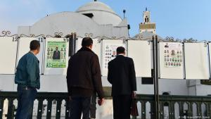 Men reading political party campaign posters on Martyrs′ Square in Algiers on 9 April 2017 (photo: Getty Images/AFP)