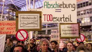 Hundreds of Afghan refugees protest in Munich against the new policy of deporting Afghan asylum seekers to Afghanistan on 15.11.2015 (photo: Ebrahimi)