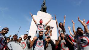 ″Manich Msameh″ (No forgiveness) demonstrators protesting against the bill of economic reconciliation on 13 May 2017 (photo: picture-alliance/ZUMA Wire/C. Mahjoub)